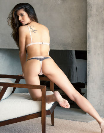 Slim college girls Escorts in Delhi